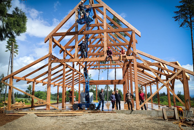Timber Frame Barn in Oregon by New Energy Works