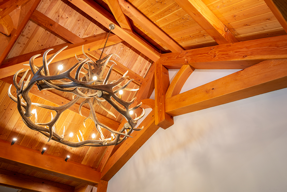 Chandelier with truss