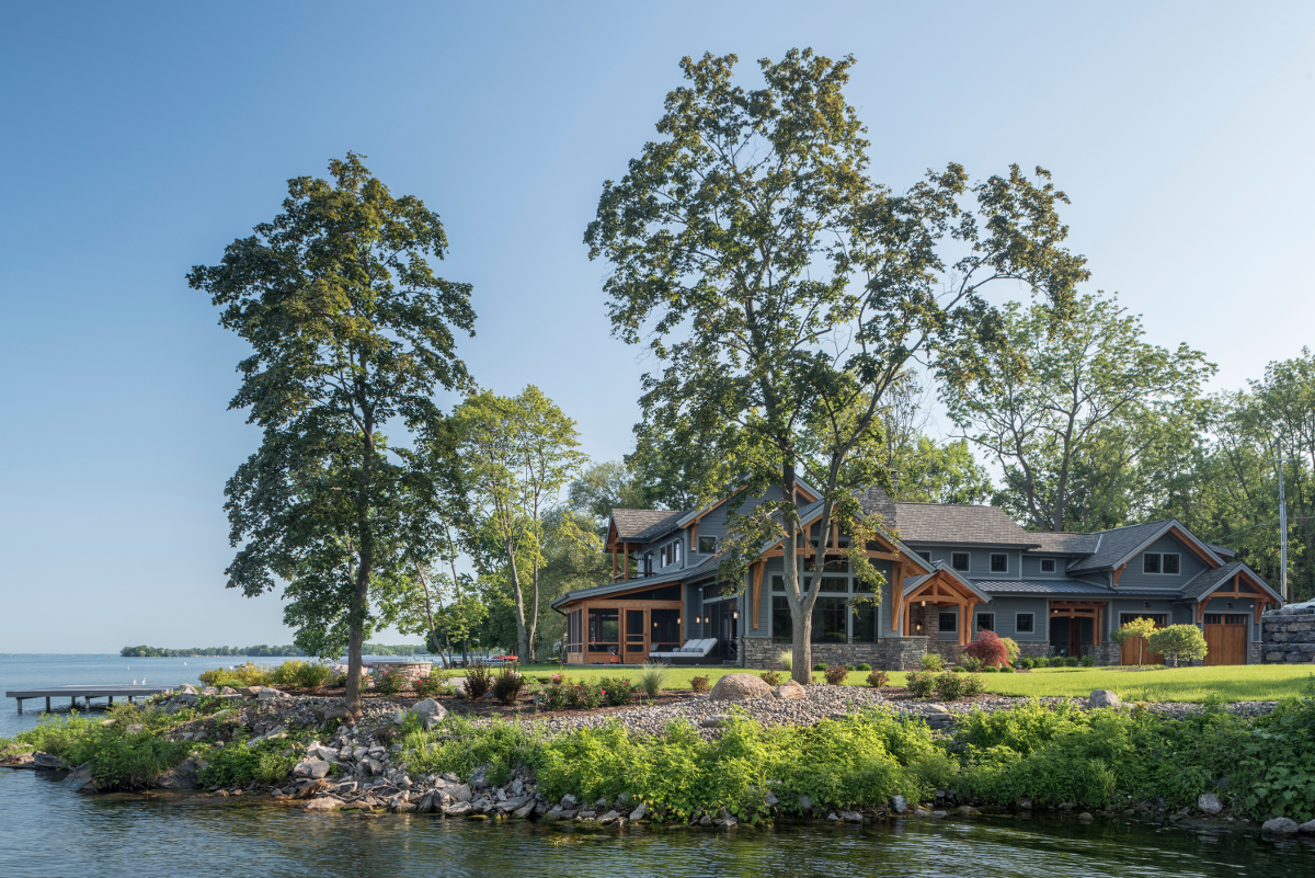 Located on a point, expansive lake views can be enjoyed from nearly every space within this home. Our teams are always thinking efficiency–this home includes our High-Performance Enclosure system and high-efficiency mechanicals. Photo (c) Scott Hemenway.